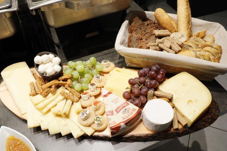 Käseplatte und Brot